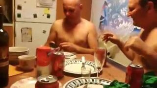 Zabawa paralizatorem na imprezie