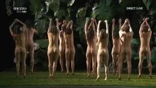 "Szokującą opera - balet z Francji, niezłe ""sztuka"" na golasa"