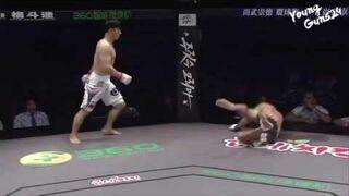 Drastyczna scena w MMA. Skoczył przeciwnikowi na twarz