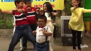 Mały Wietnamczyk robi niezły pokaz na scenie