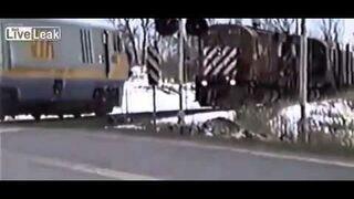 Maszynista wyskakuje z pociągu tuż przed zderzeniem