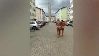 Zmusiła kochankę męża do przejścia nago ulicami miasta