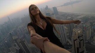 Piękna i odważna Rosjanka na szczytach wieżowców w Dubaju. ВИКА ОДИНЦОВА