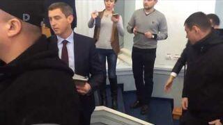 Bójka w parlamencie na Ukrainie