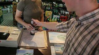 Nieletni kupuje alkohol (eksperyment społeczny) [BrzozaTV]