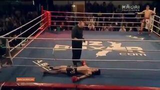 Dziwne zachowanie zawodnika na ringu po nokaucie