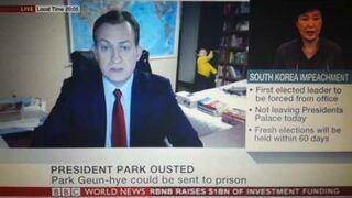 Żona i dzieci prezentera przez przypadek na żywo w BBC News