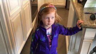 Dziewczynka powiedziała swojemu nauczycielowi, że w domu mają dużo trawki