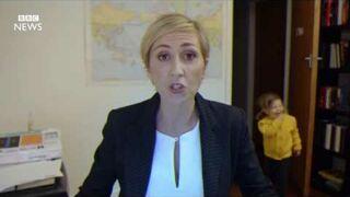 Kobieta parodiuje faceta od wpadki na antenie BBC News