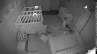 Co robią dwuletnie bliźniaki w nocy?