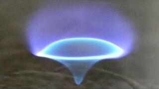 """Naukowcy odkryli nowy rodzaj płomienia """"blue whirl"""""""