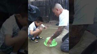 Zrobił synowi żart z kupą, a ten się zemścił!