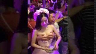 Dziwny zwyczaj na weselu w Tajlandii