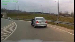 Absurdalne zachowanie na drodze