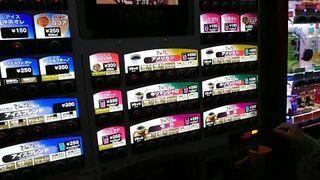 Japoński automat do kawy z kamerą