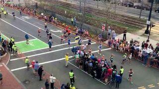 Ruch na skrzyżowaniu podczas Maratonu Bostońskiego