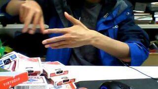 Podrasowana sztuczka z odrywaniem kciuka