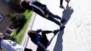 Przed jedną ze szkół w Gdańsku trzy dziewczyny dotkliwie pobiły i znęcały się nad koleżanką ze szkoły