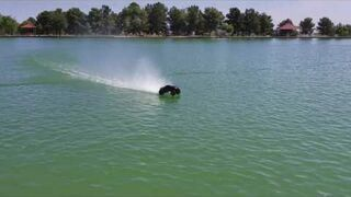 RC Truck jeździ po wodzie