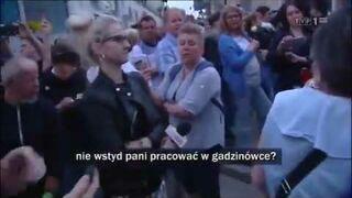 """""""Nie odzywaj się do g*wna!"""" Starsze kobiety atakują dziennikarkę TVP INFO"""