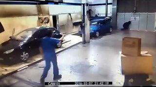 Tak pracownik myjni załatwił złodzieja. Kazał mu umyć samochody!