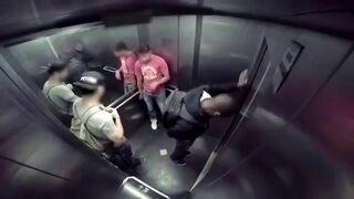 Obrzydliwy prank w windzie