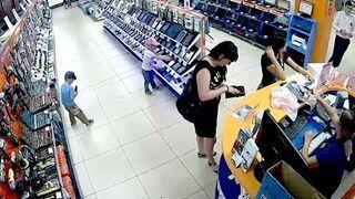 Dzieciaki kradną tablet ze sklepu