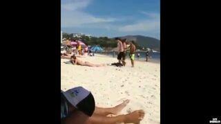 Jak efektywnie poderwać dziewczynie na plaży