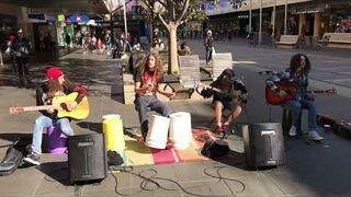 Dzieciaki grają na ulicy: METALLICA - Nothing Else Matters