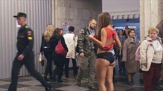 Nastolatka w Rosji protestuje przeciwko molestowaniu
