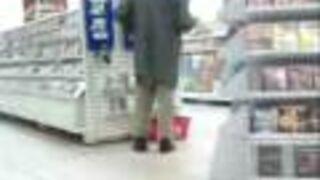 Tak sie bawi klient w supermarkecie REAL