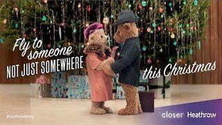 Świąteczna reklama o zakochanych misiach. Port lotniczy Heathrow