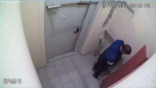 Rosjanin pijący alkohol utknął na przystanku