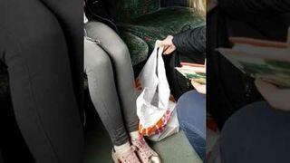 Jazda bez biletu pociągiem pod siedzeniami