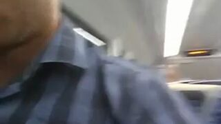 Nagrał ich na gorącym uczynku. Uprawiali seks w pociągu!