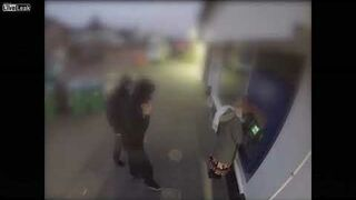 """Próbowali okraść kobietę pod bankomatem. Trochę się """"przeliczyli"""""""