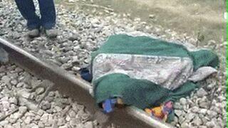 Idiota spał na torach. Zrobił sobie poduszkę z szyny kolejowe