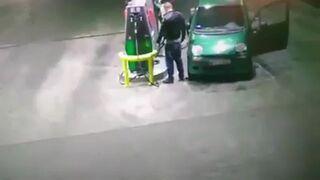 Dwóch cwaniaków w BMW z siekierą atakuje ludzie z Matiza na stacji w Przasnyszu