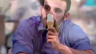 Lizanie loda i reakcja ludzi
