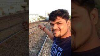 Chciał zrobić sobie selfie z pociągiem