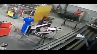 Nawet nie zauważył, że zapaliły mu się włosy podczas pracy