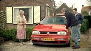 Kupowanie Volkswagena od starszej pani