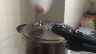 Gotowanie jajka na parze