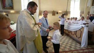 Karygodne zachowanie księdza podczas uroczystości Pierwszej Komunii Świętej