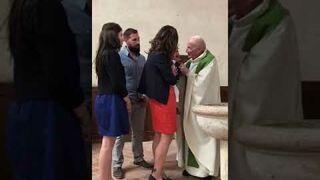 Ksiądz uderzył dziecko podczas chrztu