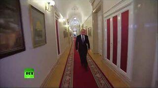 Putin idzie na swoją inauguracje (Stayin' Alive)