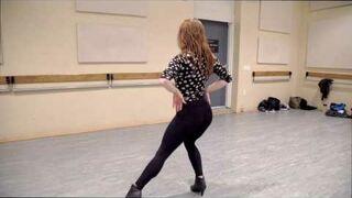 Liana Blackburn tańczy do piosenki Body Language zespołu Queen