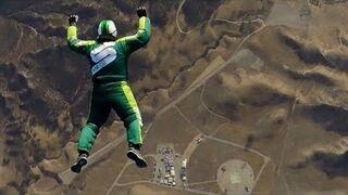Skoczył z 7500 metrów bez bez spadochronu