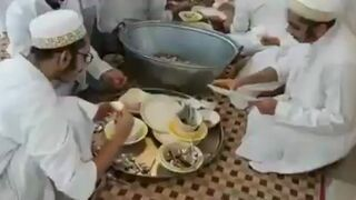 Mycie naczyń bez wody w Egipcie