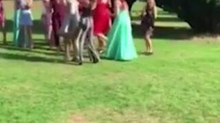 Kiedy twoja dziewczyna złapie bukiet na ślubie...